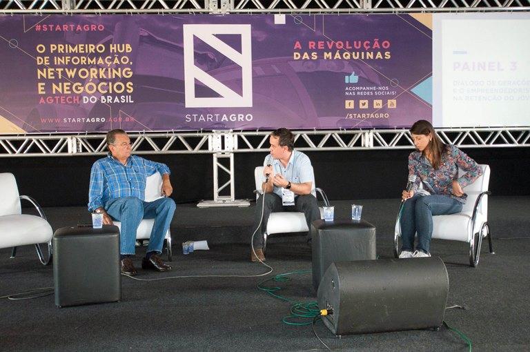 Da esq. para adir: Maurílio Biagi, ObiapabaNetto e Danielle Fonseca. FOTO: Fabio Melo/Divulgação
